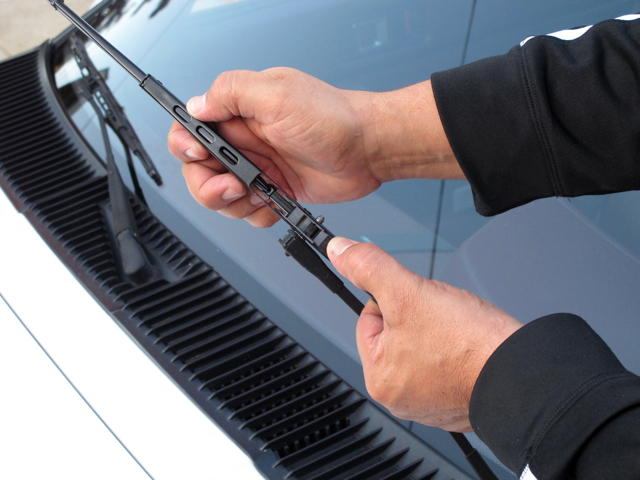 How Much To Replace A Windshield >> How to Change Your Windshield Wiper Blades