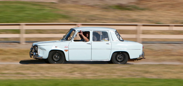 Renault-8-lead