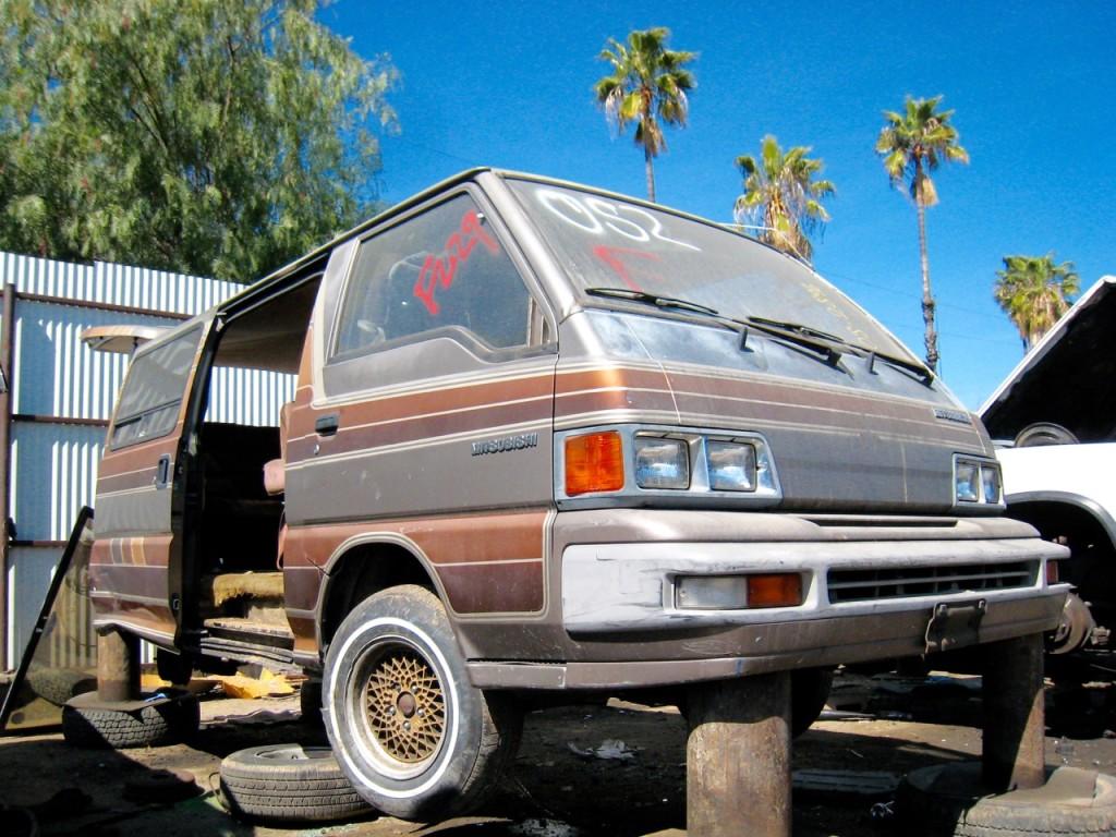 mitsubishi-van-wagon - 1